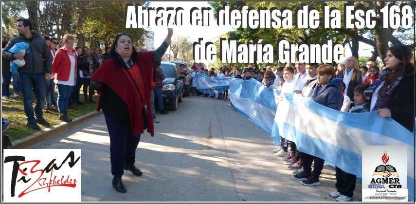 Abrazo en defensa de la Escuela N° 168 de María Grande